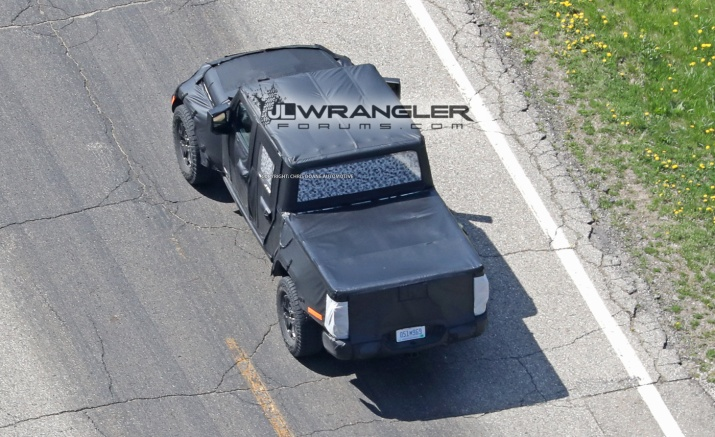Rear view of the 2019 JT Wrangler Pickup